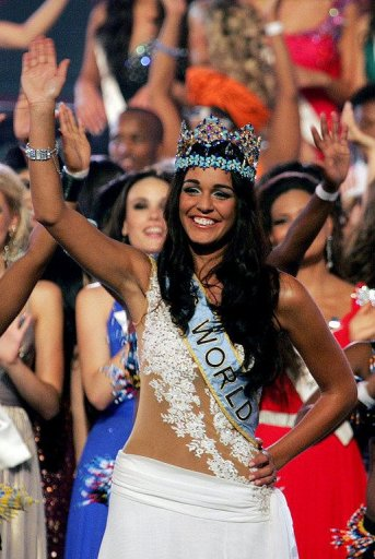Miss-Gibraltar-Kaiane-Aldorino-crowned-Miss-World-2009.jpg