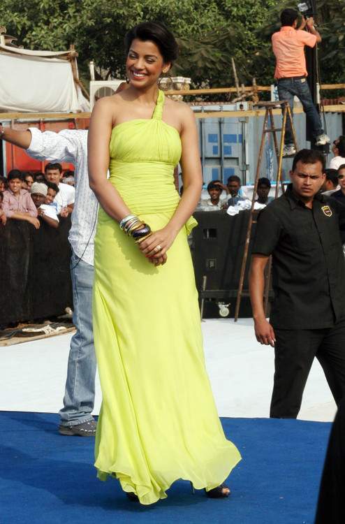 Mugdha-Godse-at-Gillette-Shave-of-shelving-World-Record-With-Over-2000-Men-Chitrakoot-Ground-1.JPG