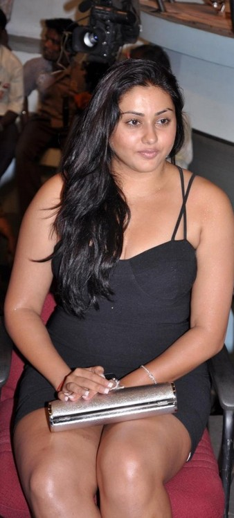 Namitha-at-Audio-Launch-of-Magane-En-Marumagane-2.jpg