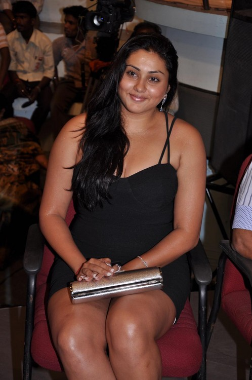 Namitha-at-Audio-Launch-of-Magane-En-Marumagane-4.jpg