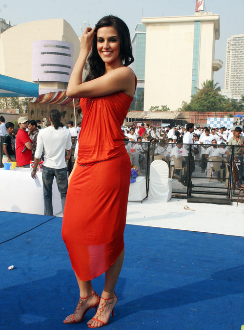 Neha-Dhupia-at-Gillette-Shave-of-shelving-World-Record-With-Over-2000-Men-Chitrakoot-Ground-1.JPG