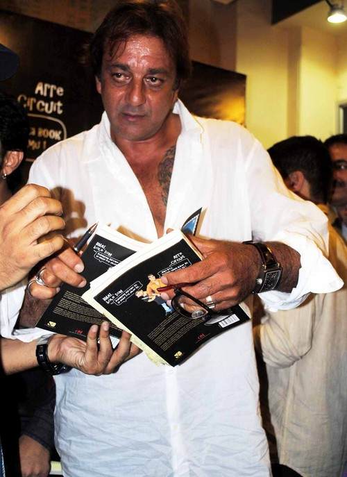 Sanjay-Dutt-at-the-Book-Launch-of-the-Film-Lage-Raho-Munna-Bhai.JPG