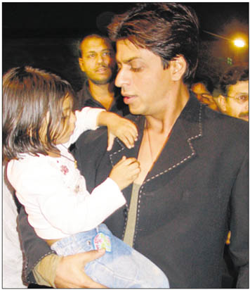 Shahrukh-with-his-daughter.jpg