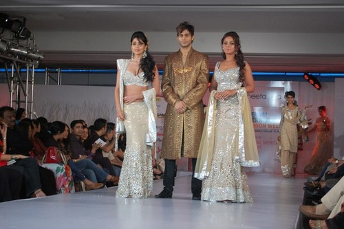 Shriya-Saran-at-the-Chennai-International-Fashion-Week-4.jpg