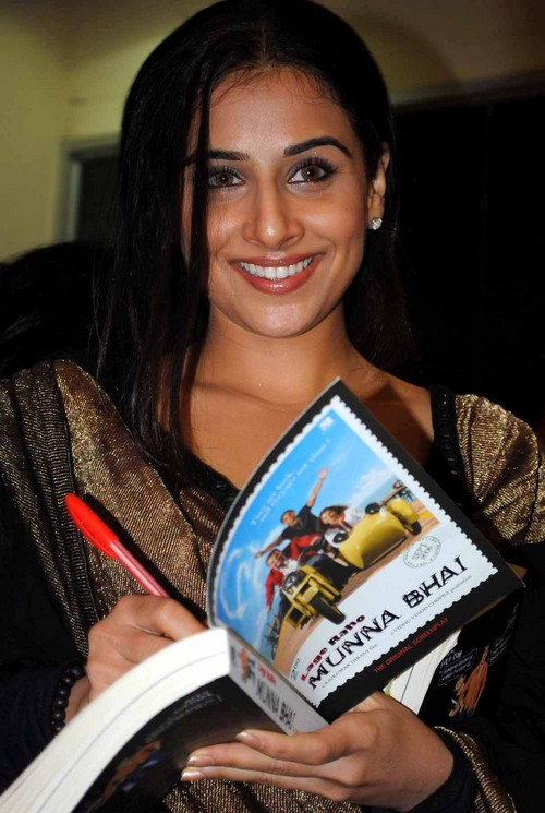 Vidya-Balan-at-the-Book-Launch-of-the-Film-Lage-Raho-Munna-Bhai.JPG