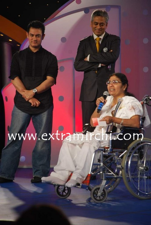 Aamir-Khan-at-IBN7-Super-Idols-to-honor-achievers-with-disability-2.jpg