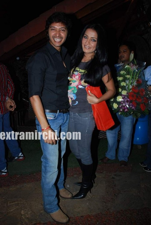 Celina-jaitley-at-Shreyas-Talpade-birthday-bash-1.jpg