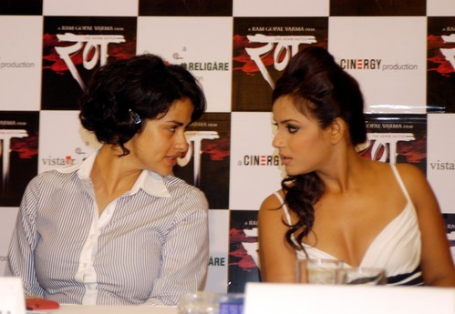 Gul_Panag_and_Neetu_Chandra.jpg