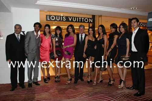 Mr.-Yves-Carcelle-Mr.-Tikka-Singh-with-celebs.jpg