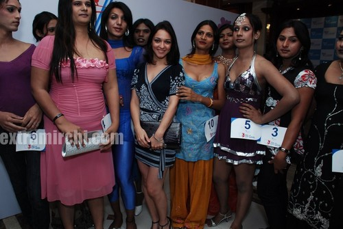 Nauheed-Cyrusi-judges-Mumbai-raound-of-V-Care-Indian-Supeer-Queen-contest-for-transgenders.jpg
