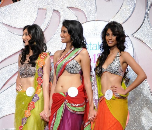 Nicole-Faria-Femina-Miss-India-South-2010-with-Pooja-Hegde-and-Rotika-Goel-2.jpg