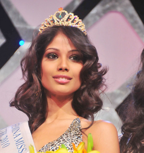 Nicole-Faria-Femina-Miss-India-South-2010.jpg