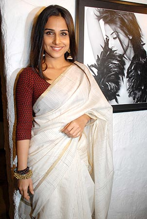 Vidya-balan-at-the-launch-of-photographer-Dabboo-Ratnani-calendar.jpg