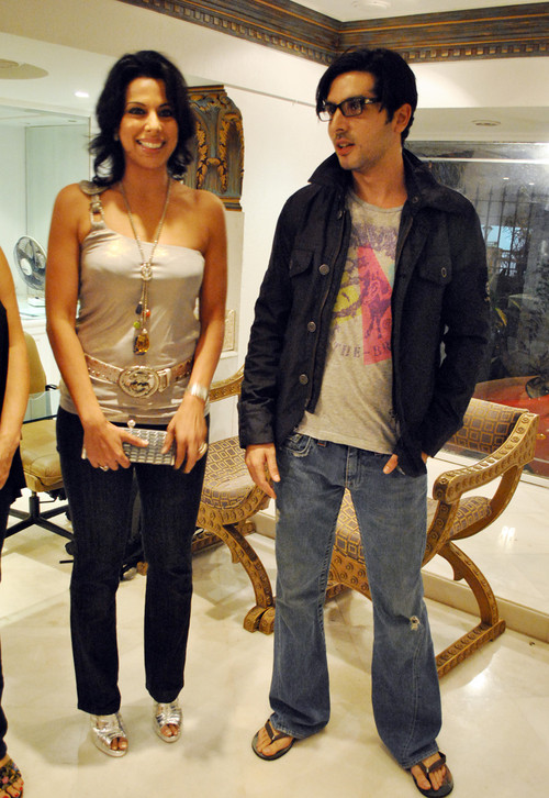 Zayed-Khan-with-Pooja-Bedi-at-Art-Exhibition-with-Cancer-Patients.jpg