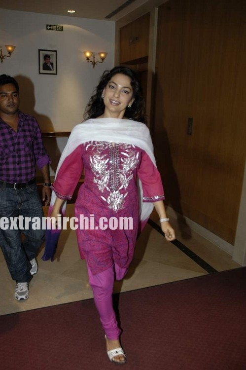 bollywood-actress-Juhi-Chawla-3.jpg