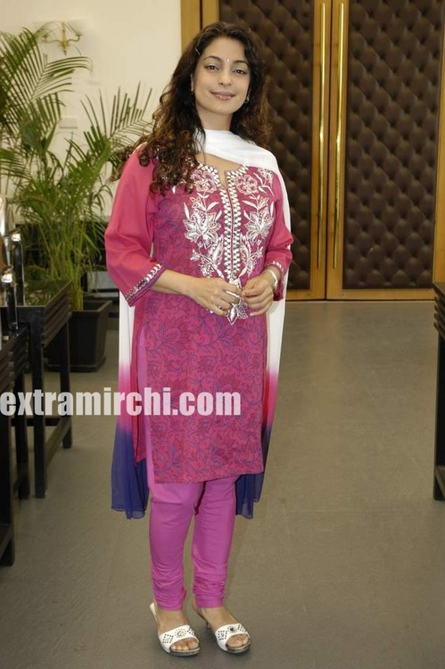 bollywood-actress-Juhi-Chawla-5.jpg
