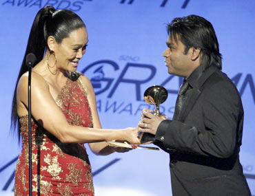 A-R-Rahman-receives-2010-Grammy-Award-from-Tia-Carrere.jpg