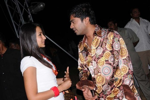 Ajith-with-wife-Shalani-and-Trisha-at-Simbu-25th-birthday-2.jpg