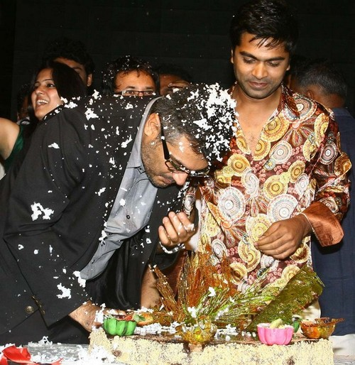 Ajith-with-wife-Shalani-and-Trisha-at-Simbu-25th-birthday.jpg
