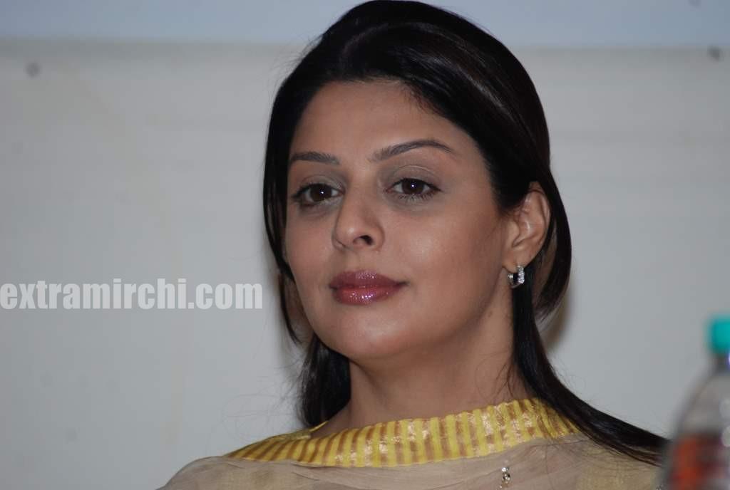 Bollywood Actress Nagma at Bhojpuri Awards press (4)