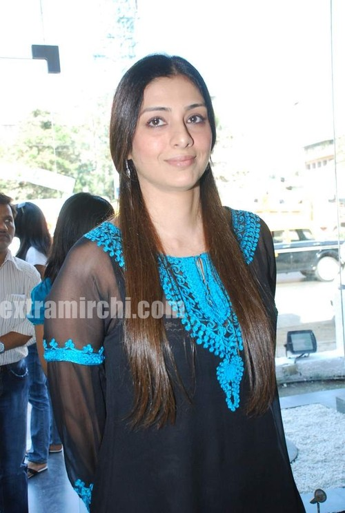 Bollywood-actress-Tabu-at-Riyaz-Ganji-store-2jpg