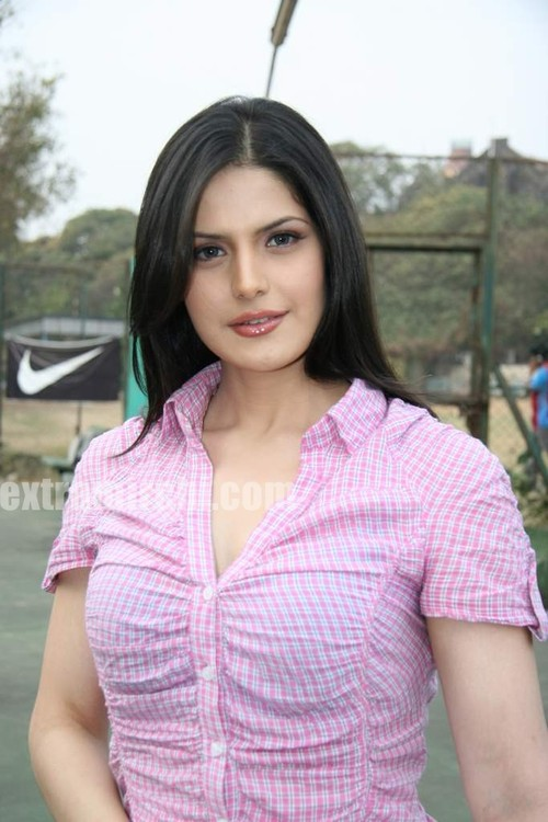 Cute-zarine-khan-at-Tennis-Academy-photos-3.jpg