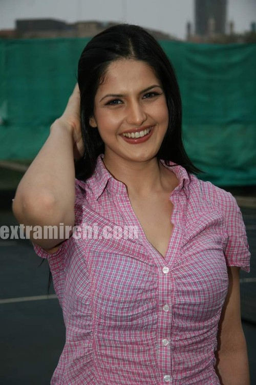 Cute-zarine-khan-at-Tennis-Academy-photos-6.jpg