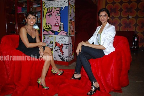 Deepika-Padukone-with-Koel-Purie-4.jpg