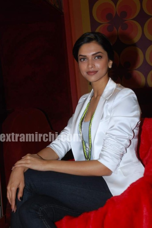 Deepika-Padukone-with-Koel-Purie-5.jpg