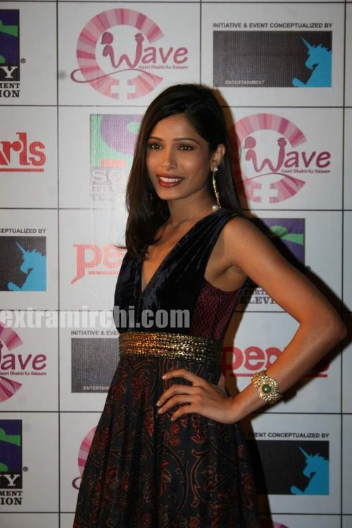 Freida-Pinto-at-waves-concert-photos.jpg