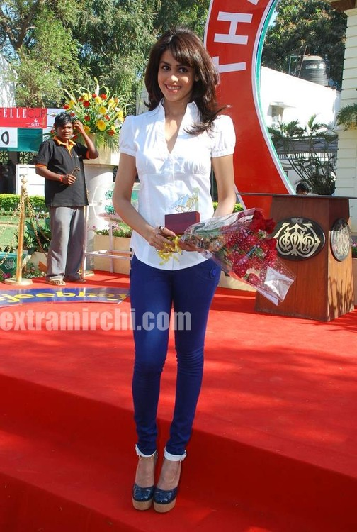 Genelia-at-Elle-Race.jpg