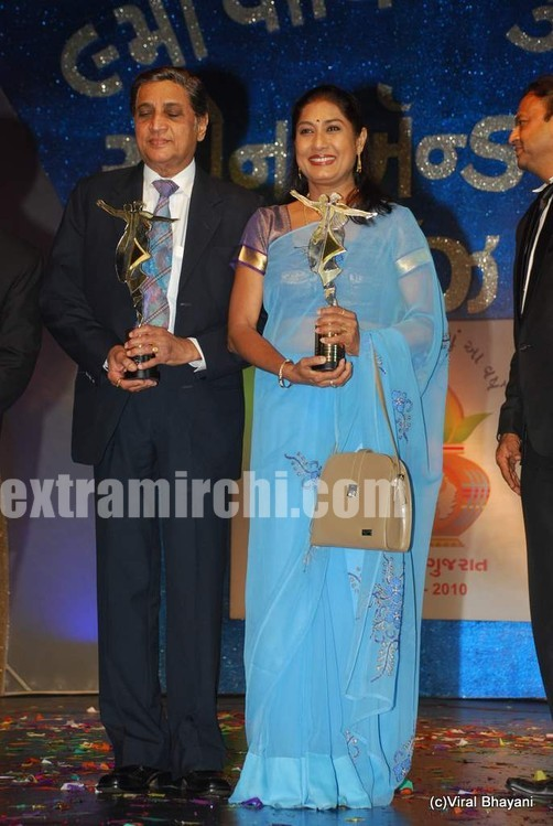 Gujarati-Screen-and-Stage-Awards-5.jpg