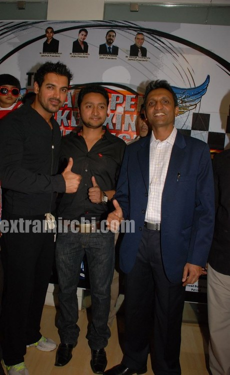 John-Abraham-with-Ziauddin-Khatib-President-of-Indian-Kickboxing-Association-with-G-Ramachandran-Director-Golds-Gym-2.jpg
