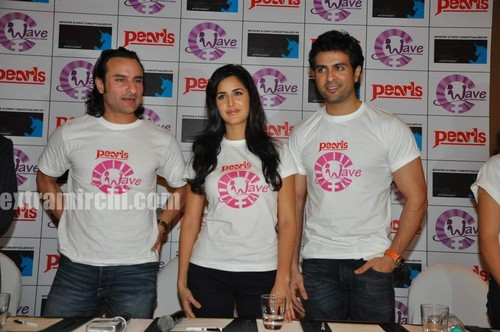 Katrina-kaif-with-Saif-ali-khan-and-Harman-4.jpg