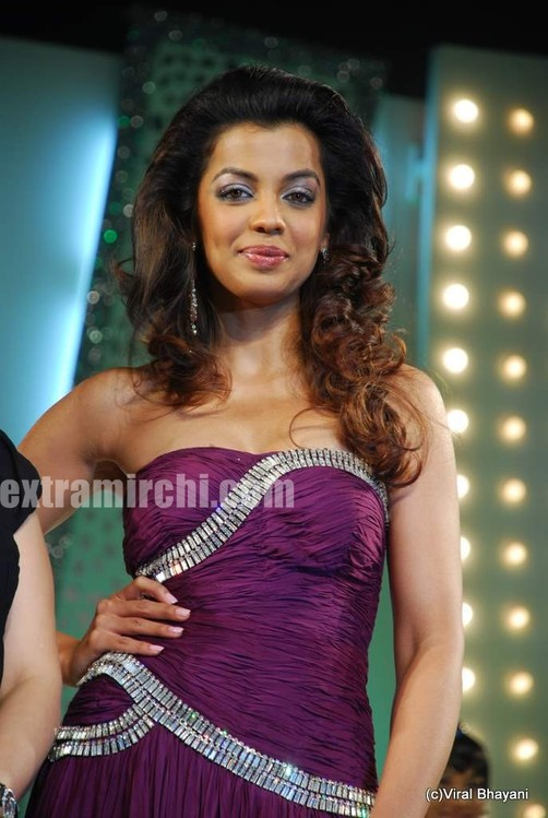 Mugdha-Godse-walks-the-ramp-for-KBJ-group-fashion-show-9.jpg