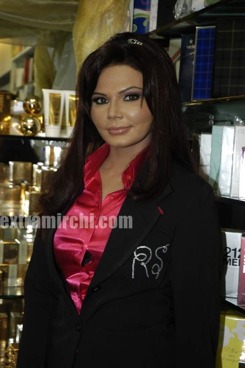 Rakhi-Sawant-Beauty-lounge-launch-4.jpg