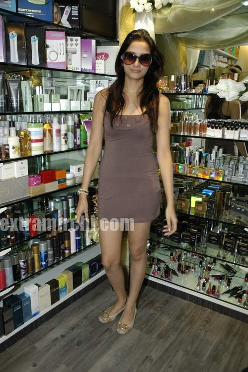 Rakhi-Sawant-Beauty-lounge-launch.jpg