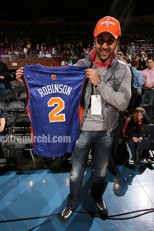 Ranbir-Kapoor-with-his-autographed-jersey.jpg