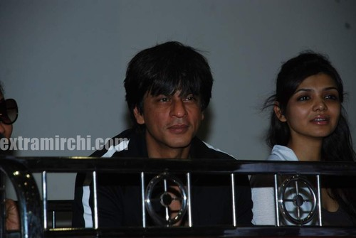 Shahrukh-khan-with-his-daughter-Suhana-1.jpg