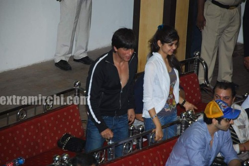 Shahrukh-khan-with-his-daughter-Suhana-2.jpg
