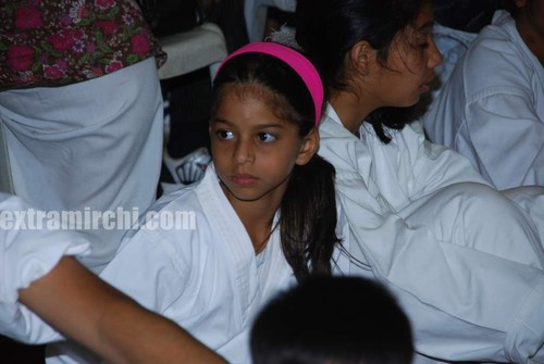 Shahrukh-khan-with-his-daughter-Suhana.jpg