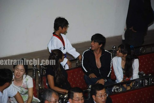 Shahrukh-khan-with-son-Aryan-2.jpg