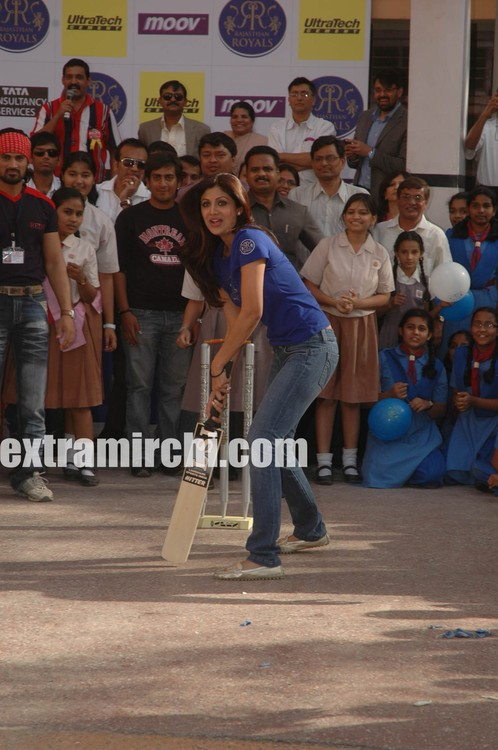 Shilpa-batting.jpg