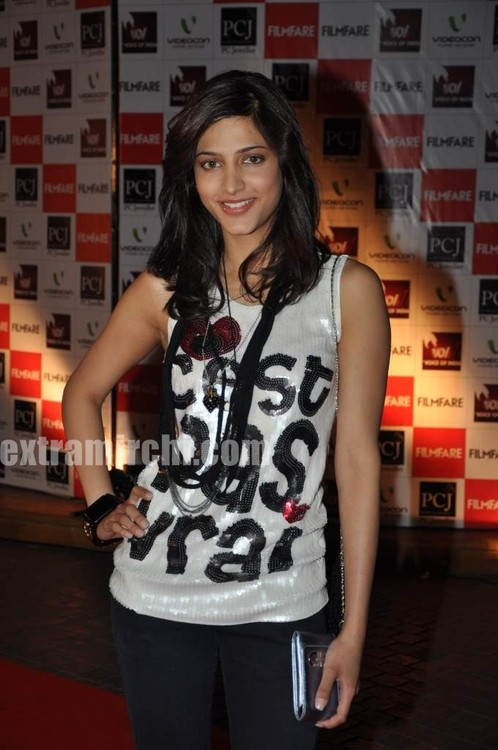 Shruti-Haasan-at-Filmfare-nominations.jpg