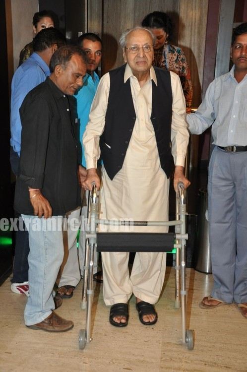 Veteran-actor-Pran-on-his-90th-birthday-Party-1.jpg