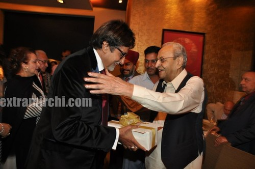 Veteran-actor-Pran-on-his-90th-birthday-Party-3.jpg