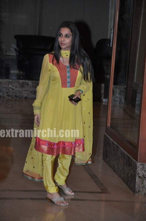 Vidya-Balan-at-Sanjay-Dutt-wedding-anniversary-party.jpg