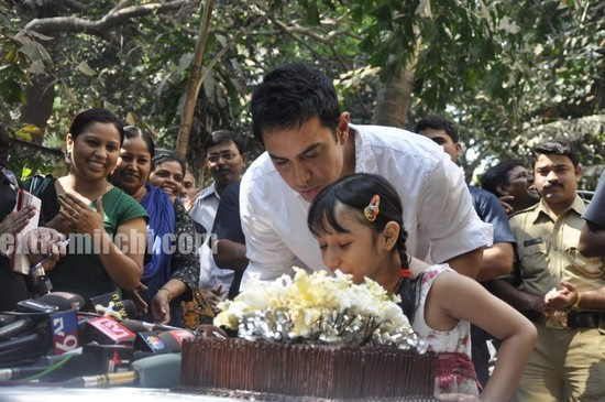 Aamir-Khan-celebrates-his-45th-birthday-main.jpg