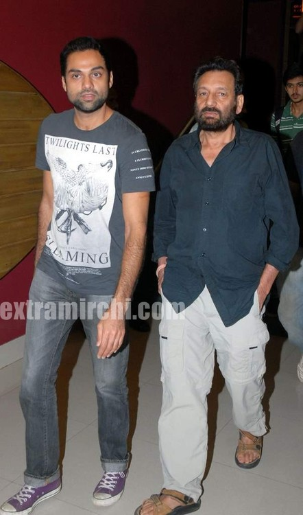 Abhay-Deol-and-Shekhar-Kapoor-at-the-screening-of-Countsown-to-zero.jpg