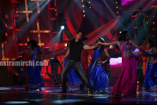 Akshay-performs-at-CINTAA-SHOW.jpg